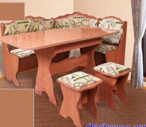 Кухонный угол с раскладным столом